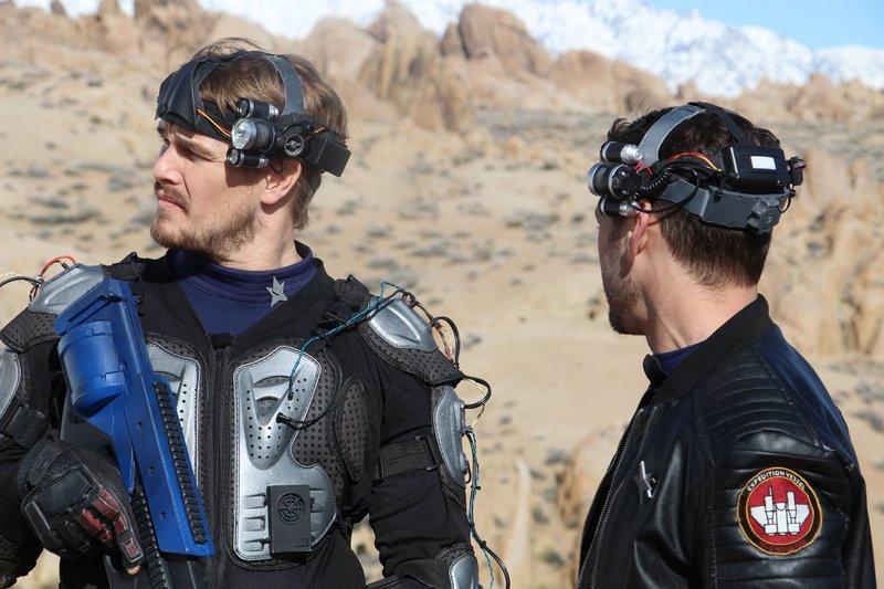Auf einem weit entlegenen Planeten macht es sich ein besonderes Scouting-Team aus Menschen und Robotern zur Aufgabe, neue Ressourcen zu entdecken. Doch der Planet birgt eine finstere Bedrohung. – Bild: Splendid Film GmbH