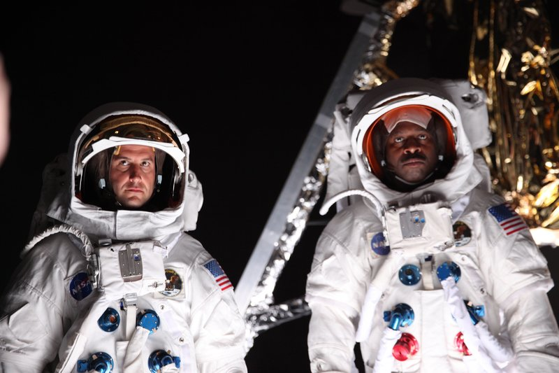 Leland Melvin and Chad Jenkins in astronaut suits at Studio Shotwell in San Francisco. – Bild: Discovery Communications, LLC
