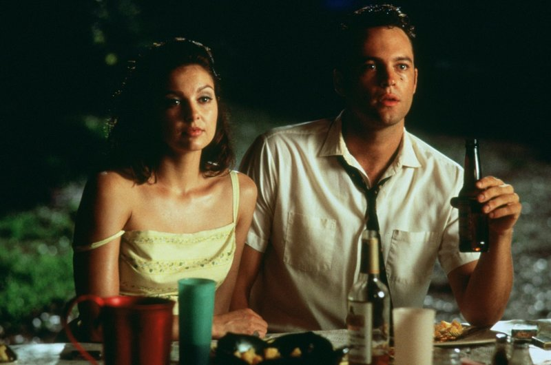 Kitty (Ashley Judd, l.); Clay Hewitt (Vince Vaughn; r.) – Bild: 1997 Orion Pictures Corporation. All Rights Reserved. Lizenzbild frei