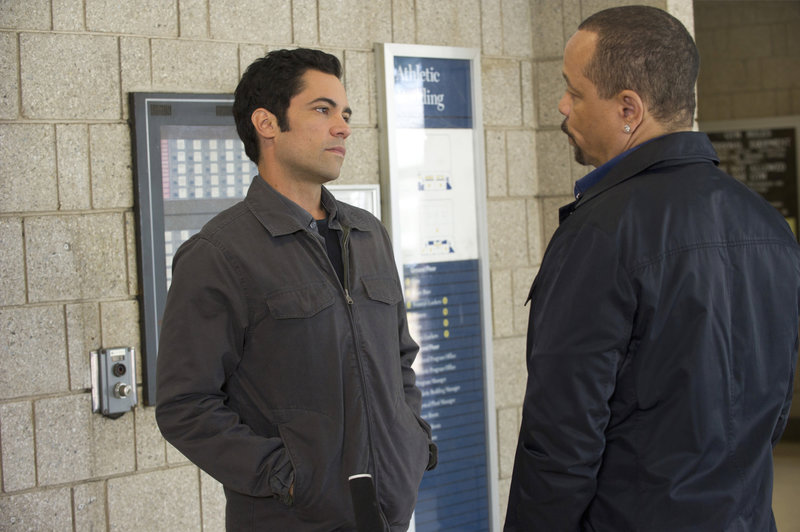 "-- ""Personal Fouls"" Episode 1304 -- Pictured: (l-r) Danny Pino as Det – Bild: Universal Channel"