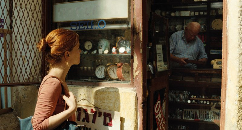 Hanna (Karoline Schuch)arbeitet ehrenamtlich in Israel, um ihre Job-Chancen bei einer Unternehmensberatung zu verbessern. Doch die Zeit in Tel Aviv stellt all ihre bisherigen Zukunftspläne in Frage und auf den Kopf. – Bild: BR/2Pilots Filmproduction GmbH