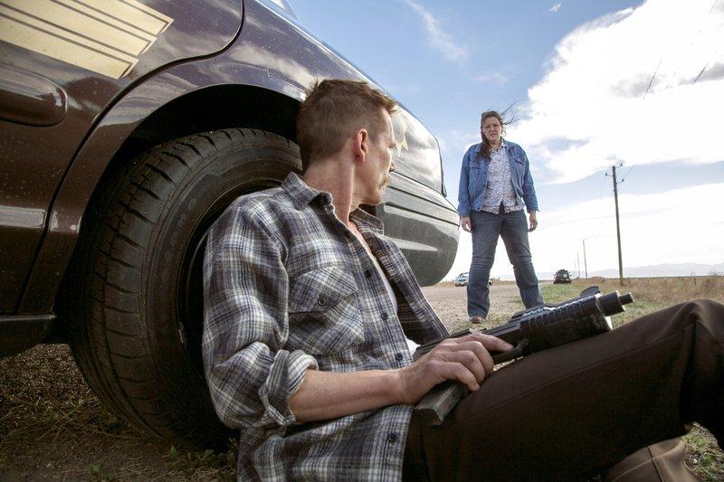Sheriff Kretzer (Kevin Bacon), Bev (Camryn Manheim) – Bild: Nitro
