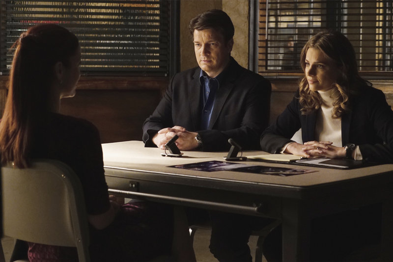 """Resurrection"""" - When clues in a murder implicate Castle and Beckett's nemesis, Dr. Kelly Nieman (guest star Annie Wersching), Castle is called in to consult on the case. But as the team delves deeper into the investigation, they uncover connections to notorious serial killer Jerry Tyson (guest star Michael Mosley), on Part 1 of """"Castle,"""" MONDAY, FEBRUARY 9 (10:01-11:00 p.m., ET) on the ABC Television Network. (ABC/Richard Cartwright) ANNIE WERSCHING, NATHAN FILLION, STANA KATIC – Bild: Universal Channel"""