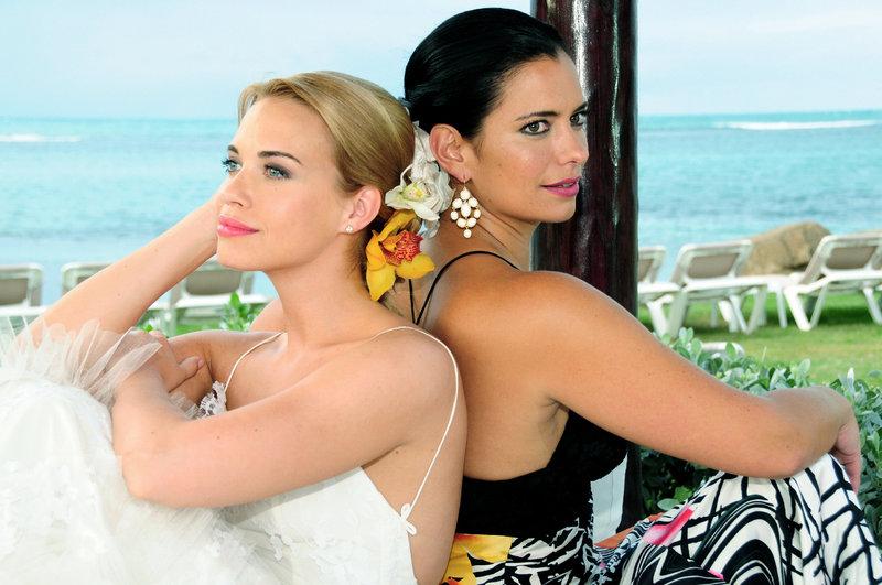 Francesca und Abby werden sich jetzt nie mehr aus den Augen verlieren. (Lara-Isabelle Rentinck, l.; Sandra Speichert, r.) – Bild: ZDF und Javier Rivera Burgos