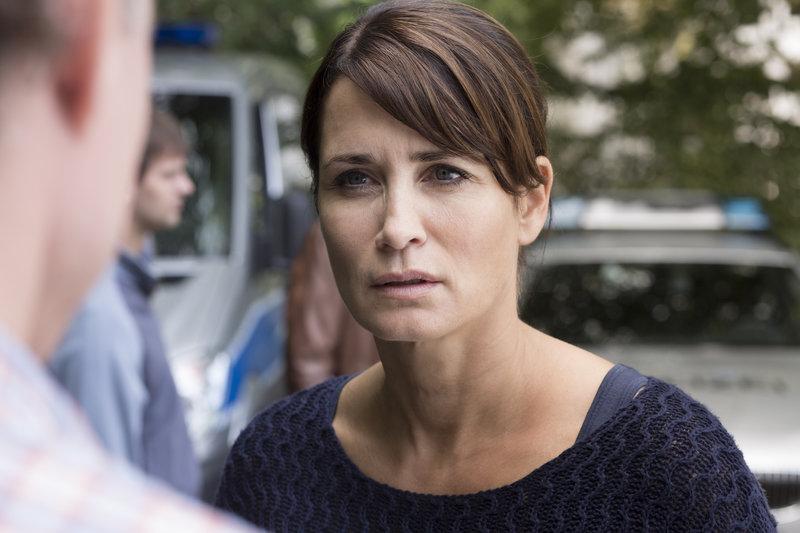 Kommissarin Karin Meister (Anja Kling) sucht in Hamburg einen brutalen Frauenmörder. – Bild: ZDF und Georges Pauly