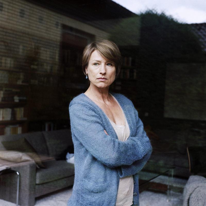 Gitte (Corinna Harfouch). – Bild: ZDF und SWR/23/5 Filmproduktion GmbH