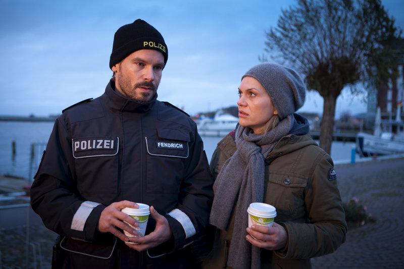 Enno (Wanja Mues) und Lisa (Anna Loos). – Bild: ZDF und Conny Klein