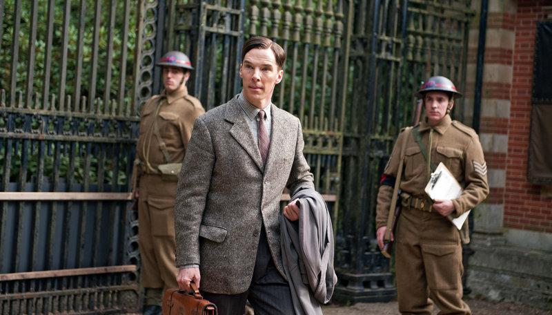 Der brillante Mathematikprofessor Alan Turing (Benedict Cumberbatch) stellt sich beim britischen Militär in der Spionagezentrale Bletchley Park vor. Er möchte die deutsche Chiffriermaschine Enigma knacken. – Bild: ARD Degeto/Black Bear Picture/BR