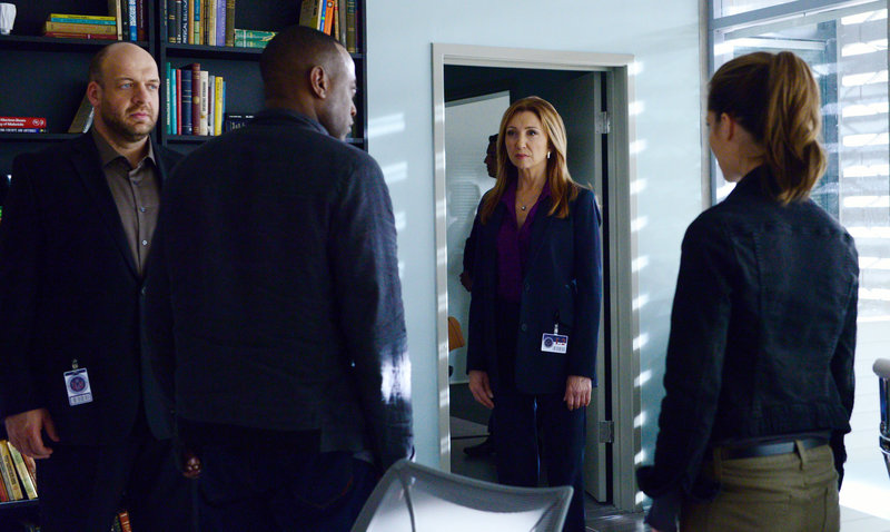 Agent Martin Bellamy (Omar Epps), Angela Forrester (Donna Murphy, m.) und Maggie Langston (Devin Kelley) – Bild: TVNOW / ABC Studios