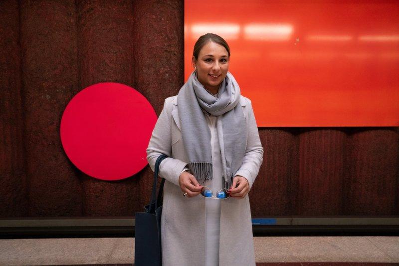 Verena wünscht sich einen Partner und eine Familie. Mit 34 Jahren entscheidet sie sich für Social Freezing. Ihre Eizellen werden eingefroren und sollen so den Kinderwunsch auch in einem höheren Alter wahrscheinlich werden lassen. – Bild: ZDF und Jutta Schön.