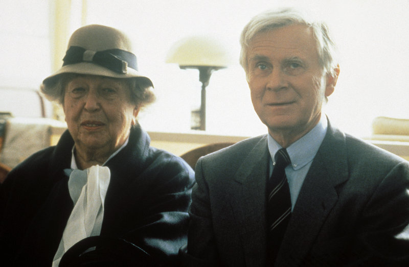 On right: Paul Winkelmann (Vicco von Bülow). – Bild: Kineos