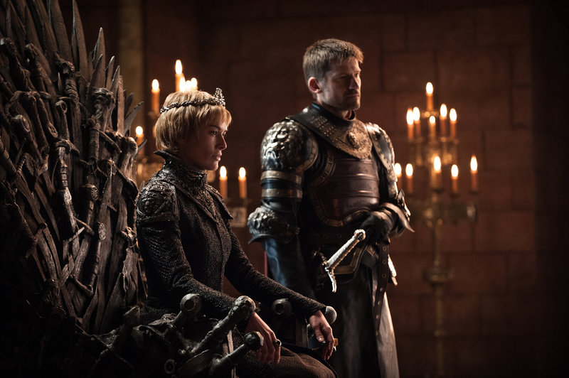 On left: Cersei Lannister (Lena Headey) and on right Jaime Lannister (Nikolaj Coster-Waldau). – Bild: HELEN SLOAN / HBO