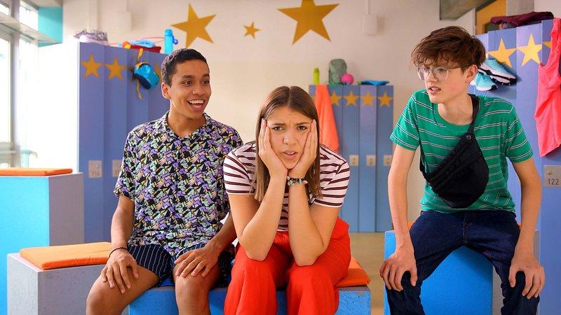 L-R: Sam (Jerome Weinert), Emily (Nevena Schöneberg), Tim (Moritz Schirdewahn) – Bild: Nickelodeon
