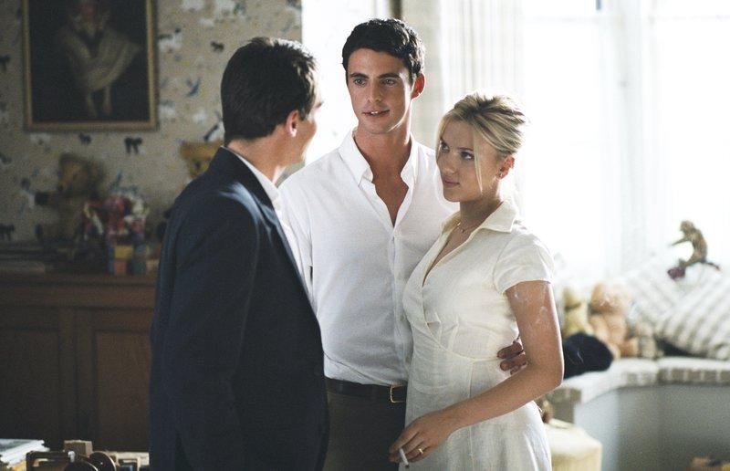 L-R: Chris Wilton (Jonathan Rhys Meyers), Tom Hewett (Matthew Goode) and Nola Rice (Scarlett Johansson) – Bild: Prokino