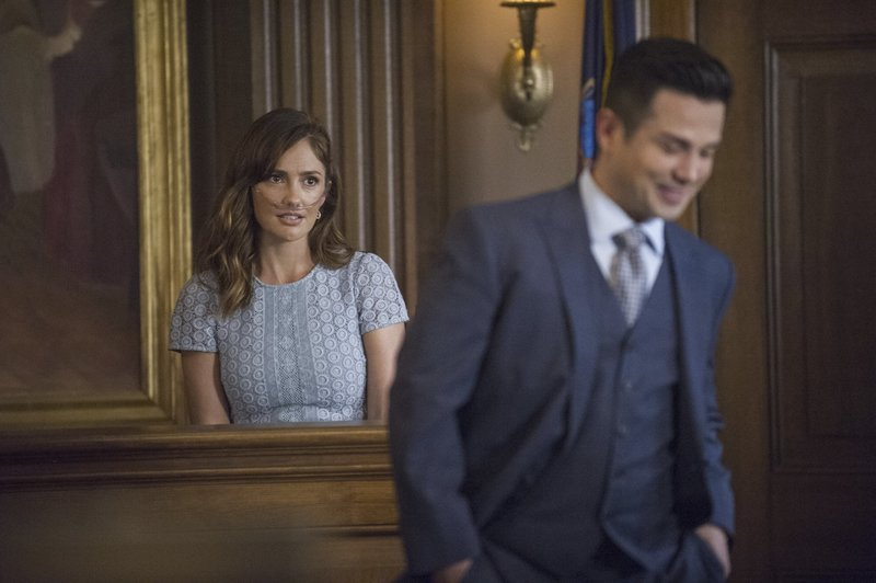 Back to front: Kara Clayton (Minka Kelly) and Benny Colón (Freddy Rodriguez) Photo: Jeffrey Neira/CBS A?A(C)2017 CBS Broadcasting, Inc. All Rights Reserved – Bild: 13th Street