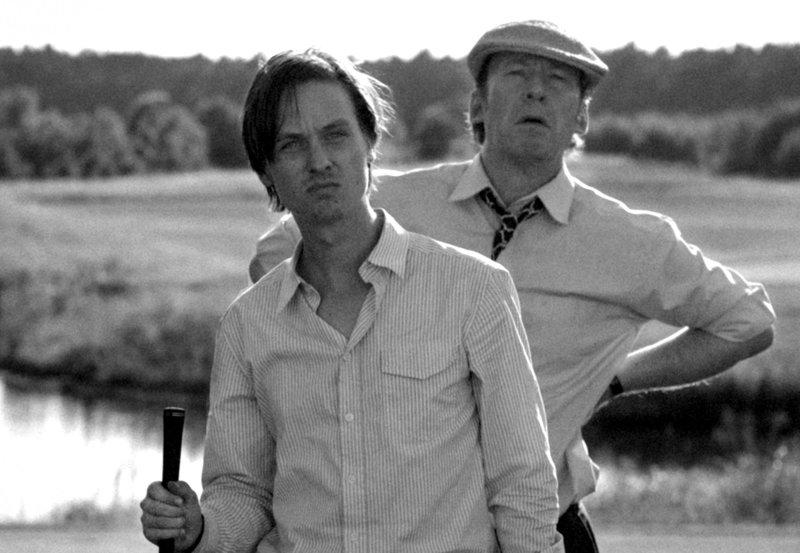 Niko Fischer (Tom Schilling, links) und sein Vater Walter (Ulrich Noethen). – Bild: HR/Schiwago Film/Christiane Paus