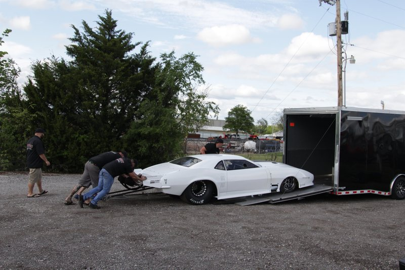 Big Chief and the Midwest Street Cars crew unload his new Crowmod. – Bild: Discovery Channel / Discovery Communications