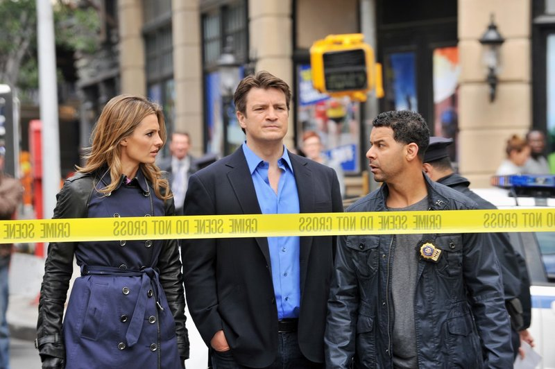 L-R: Kate Beckett (Stana Katic), Richard Castle (Nathan Fillion), Det. Javier Esposito (Jon Huertas) – Bild: ABC Studios Lizenzbild frei