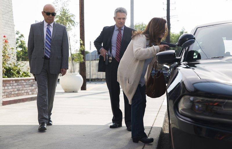 Good Cops, bad Cops (Staffel 4, Folge 7) – Bild: Warner Bros