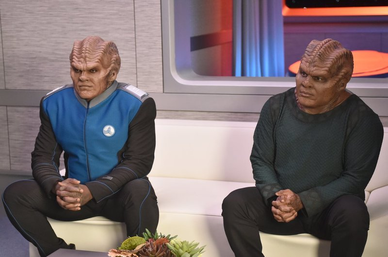 Lieutenant Commander Bortus (Peter Macon, l.); Klyden (Chad L. Coleman, r.) – Bild: 2019 Twentieth Century Fox Film Corporation. All rights reserved. Lizenzbild frei
