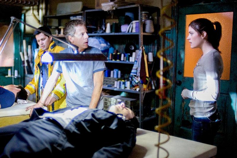 Jay Hernandez (Jake), Greg Germann (Lawrence), Jennifer Carpenter (Angela Vidal). – Bild: ORF