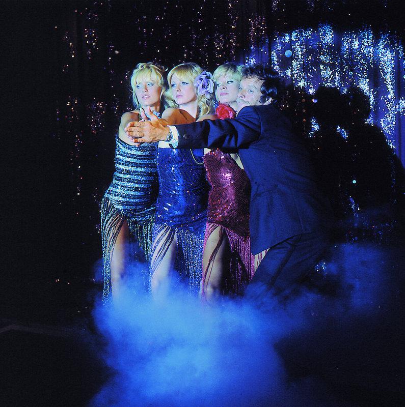 Otto (Gianni Garko) mit den drei Schwedinnen. – Bild: Lisa Film GmbH