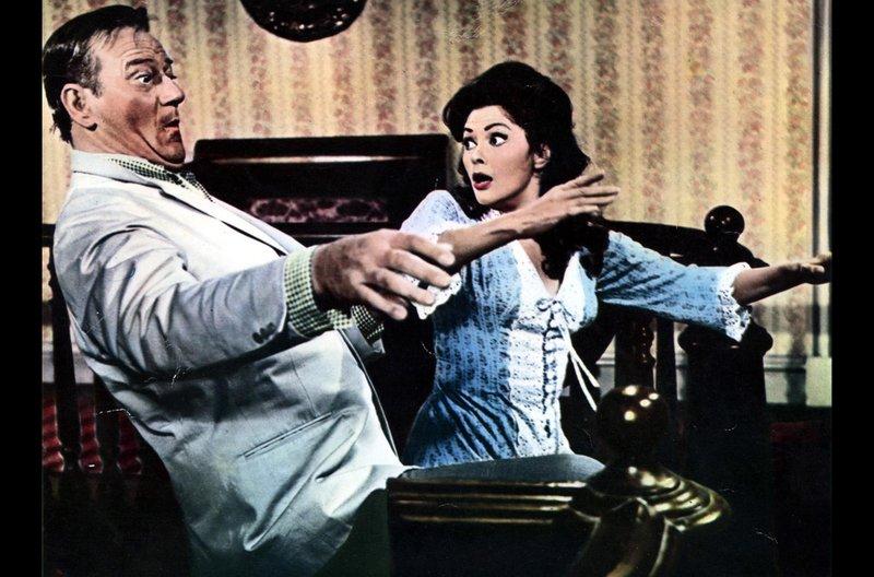 Der alkoholisierte George McLintock (John Wayne) verliert die Kontrolle. (rechts im Bild Yvonne De Carlo) – Bild: BR Fernsehen
