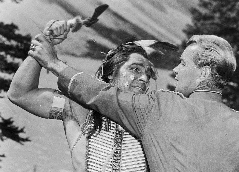 O'Rourke (Alan Ladd, re.) im Kampf mit dem Häuptling der Sioux – Bild: ZDF / © 1954 Universal City Studios, Inc. Copyright Renewed