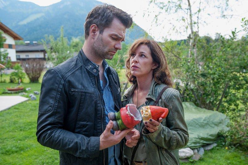 Lukas Roither (Jakob Seeböck), Nina Pokorny (Julia Cencig). – Bild: SRF/ORF/Stefanie Leo