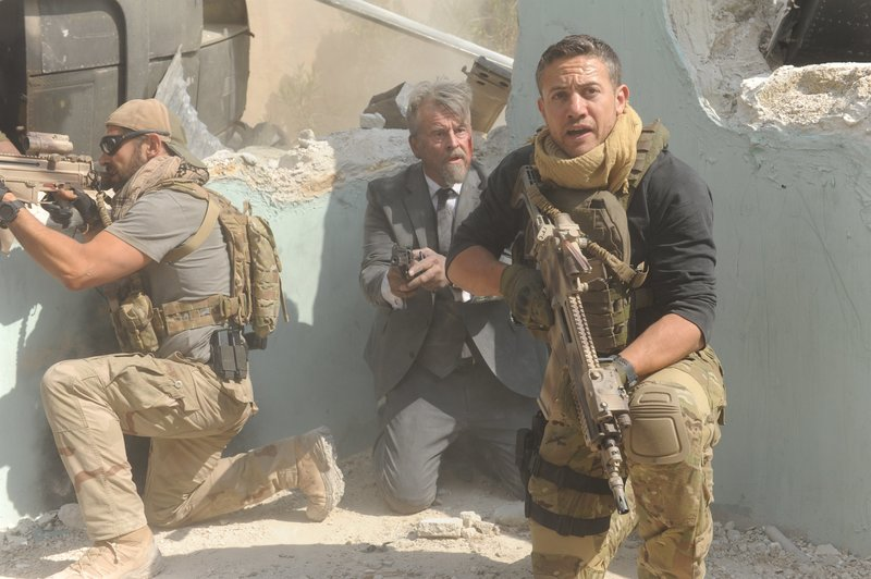 L-R: Daniel MacPherson as Sergeant Samuel Wyatt, Trevor Eve as Morgan Ives and Warren Brown as Sergeant Thomas 'Mac' McAllister, – Bild: FOX