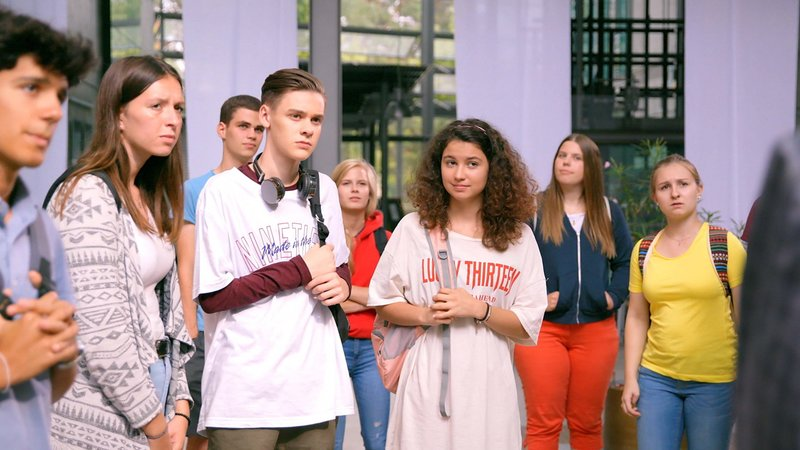 L-R: Mads (Mike Leon Lichtenberg), Lotte (Jesina Amweg) – Bild: Nickelodeon
