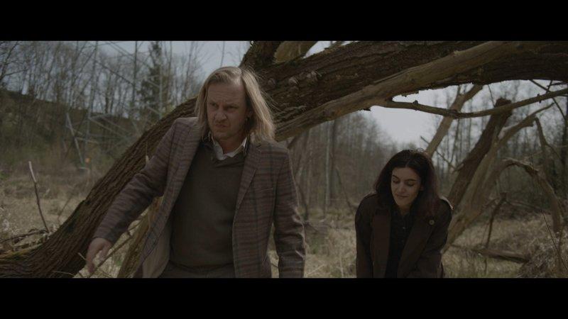 Wanja (Martin Butzke, l.) und Sonja (Korinna Krauss, r.). – Bild: ZDF und Jakob Wiessner.