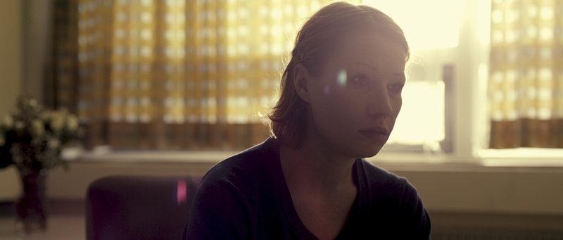 Nach dem Unfall muss Maria (Birgit Minichmayr) versuchen, mit ihrem Schicksal zurechtzukommen. – Bild: ZDF und Jakub Bejnarowicz