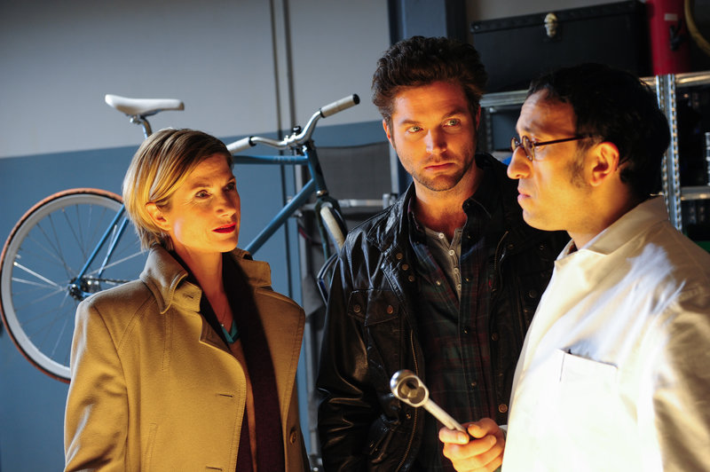 Martina Seiffert (Astrid M. Fuenderich, l.), Jo Stoll (Peter Ketnath, M.) und Jan Arnaud (Mike Zaka Sommerfeldt, r.) – Bild: ZDF und Markus Fenchel