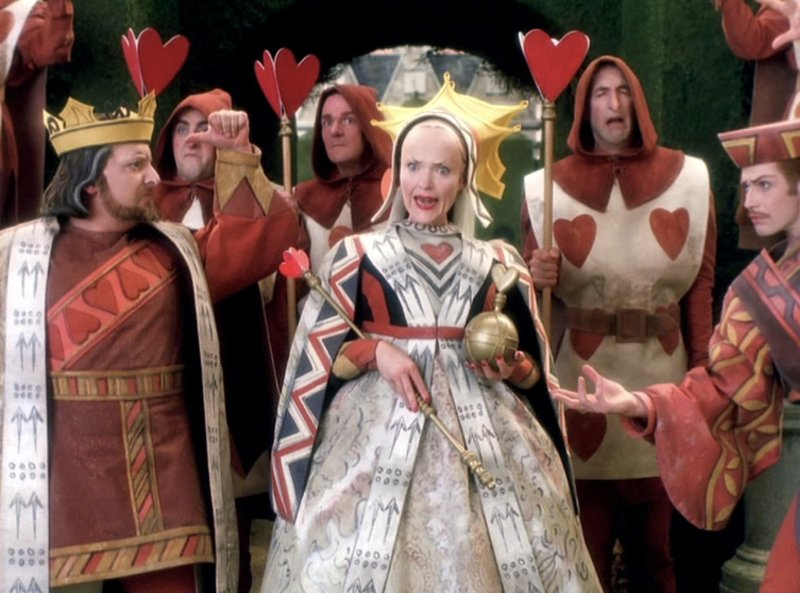 In front L-R: King Cedric of Hearts / Society Man (Simon Russell Beale), Queen of Hearts / Society Woman (Miranda Richardson) and Sir Jack, the Knave of Hearts / Cad (Jason Flemyng) – Bild: Disney Channel