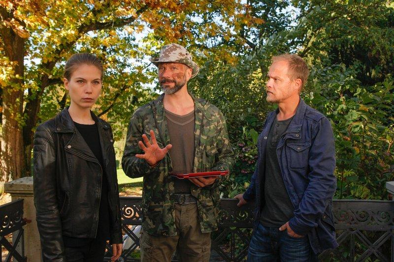 Hannah Zeiler (Nora Waldstätten), Graf Guido (Simon Hatzl), Micha Oberländer (Matthias Koeberlin). – Bild: 3sat