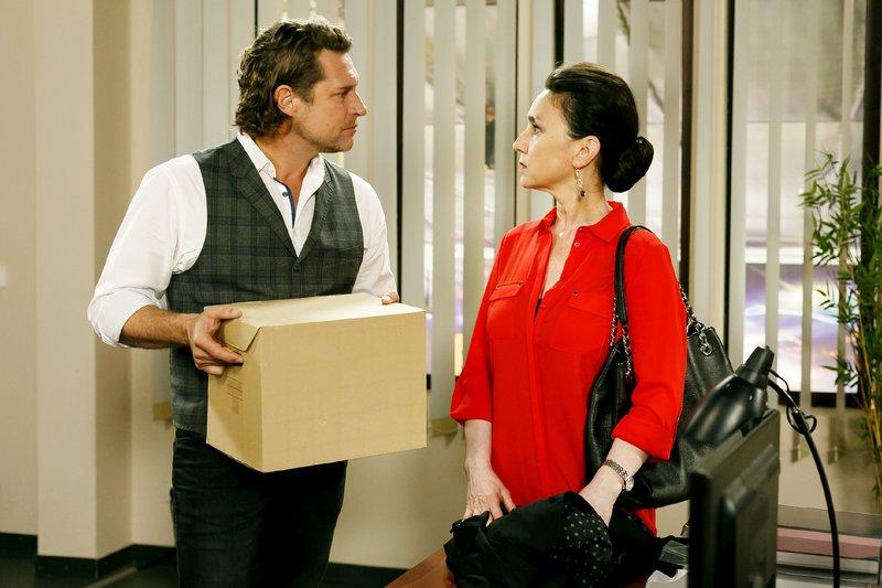 Simone (Tatjana Clasing) holt sich bei Niclas (Ron Holzschuh) eine kühle Abfuhr. – Bild: TVNOW / Kai Schulz