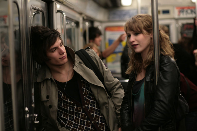 Lola (Christa Theret), Maël (Jérémy Kapone) – Bild: Star TV