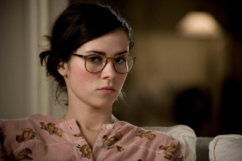 Anna (Nora Tschirner) ist wenig begeistert, dass sie den Klatschreporter Ludo vor die Nase gesetzt bekommt ... – Bild: Warner Bros. Lizenzbild frei