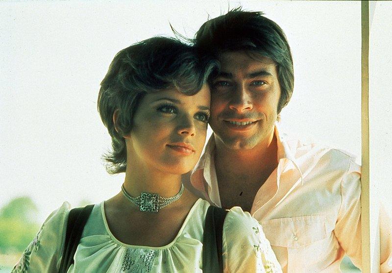 Michael (Roy Black) ist in Barbara (Uschi Glas), die Enkelin von Kapitän Jansen, verliebt. – Bild: BR/ARD Degeto