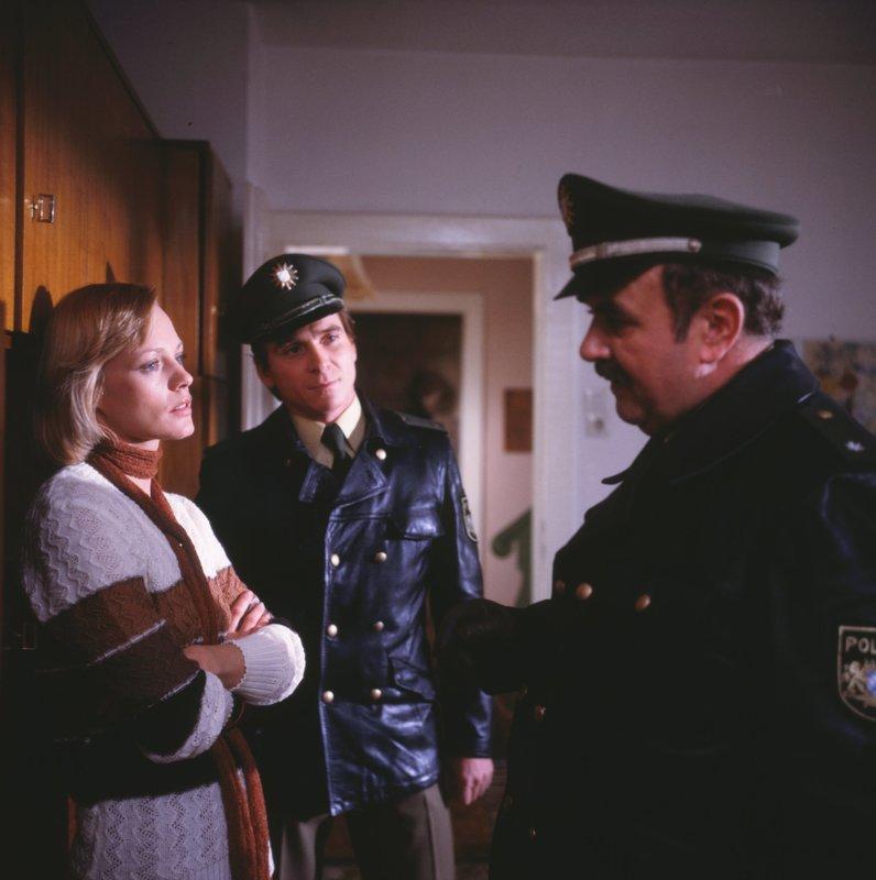 Von links: Irma Haubel (Doris Arden), Helmut Heinl (Elmar Wepper) und Franz Schöninger (Walter Sedlmayr). – Bild: BR/Neue Münchner Fernsehproduktion