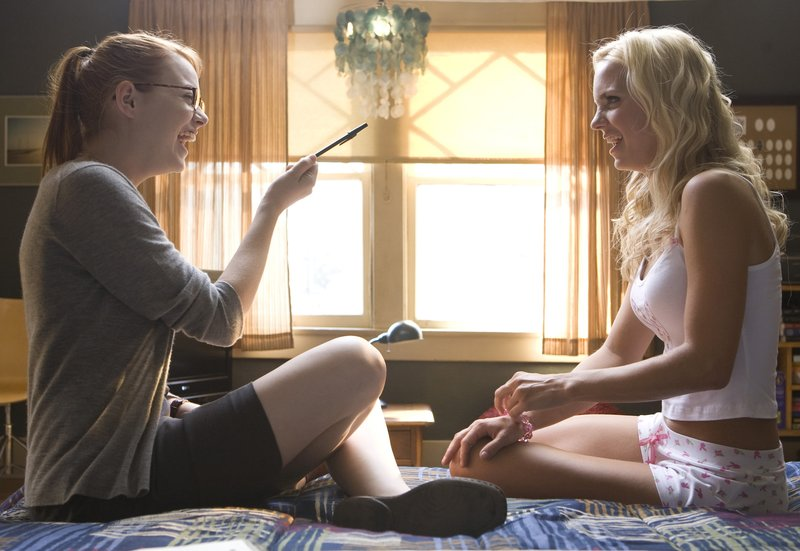 Emma Stone and Anna Faris star in Columbia Pictures' comedy THE HOUSE BUNNY. – Bild: 4+