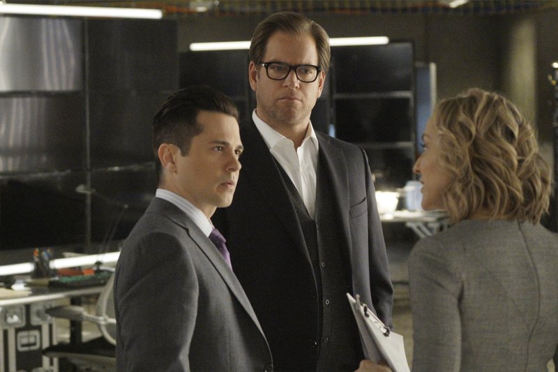 Pictured L-R: Freddy Rodriguez as Benny Colón, Michael Weatherly as Dr. Jason Bull, and Geneva Carr as Marissa Morgan – Bild: 13th Street