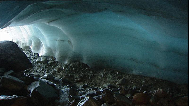 Während der Eiszeit bildeten sich unter den Gletschern Tunnel. Daher der Name Ahrensburger Tunneltal – Bild: ZDF und Christoph Schmidt