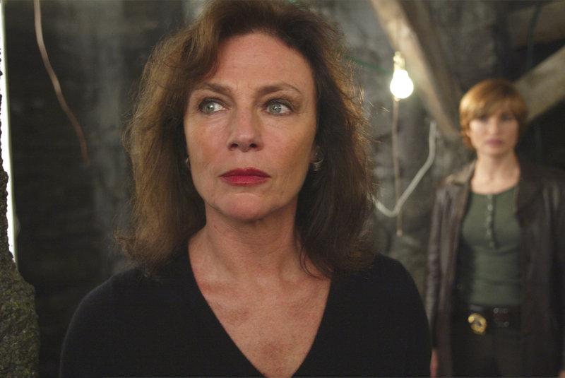 (L-R) Mariska Hargitay, Jacqueline Bisset (Juliet Barclay) – Bild: Universal Channel