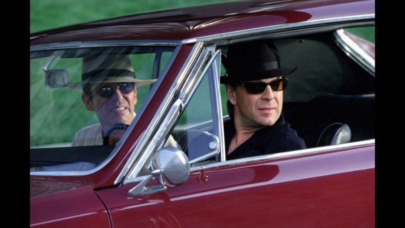 Terry Lee Collins (Billy Bob Thornton, l), Joseph 'Joe' Blake (Bruce Willis, r) – Bild: Star TV