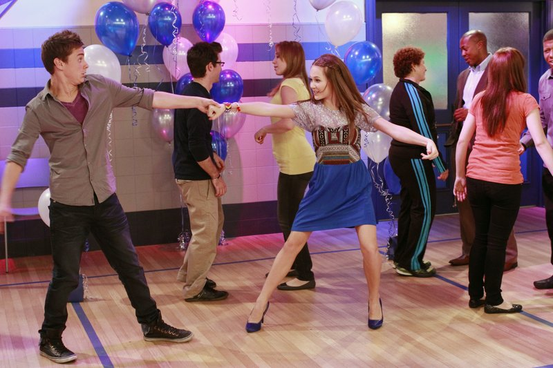 "LAB RATS - ""Leo's Jam"" - When Leo needs help asking a girl to the school dance, Adam and Chase step in to help, but the plan backfires when she falls for the wrong brother. The boys decide to settle their differences on the dance floor and each show off their best moves. Meanwhile, Bree gets to know her crush, but he gets to know her glitches, in a new episode of ""Lab Rats,"" MONDAY, MARCH 12 (8:30- 9:00 p.m., ET/PT) on Disney XD. (DISNEY XD/RON TOM) GARRETT BACKSTROM, KELLI BERGLUND – Bild: 2011 Disney Enterprises, Inc. All rights reserved."