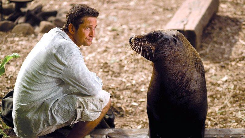 Der Meeresbiologe Jack (Gerard Butler) mit Seelöwin SelkieDer Meeresbiologe Jack (Gerard Butler) mit Seelöwin Selkie – Bild: RTL II