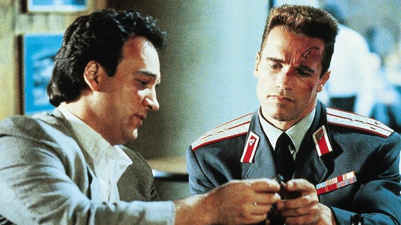 Art Ridzik (James Belushi) und Ivan Danko (Arnold Schwarzenegger) müssen gemeinsam arbeitenArt Ridzik (James Belushi) und Ivan Danko (Arnold Schwarzenegger) mĂĽssen gemeinsam arbeiten – Bild: RTL II