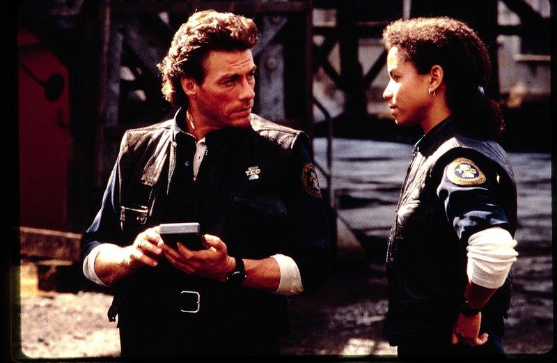 Time Cop (1994) bij CAZ. Op de foto: Jean-Claude Van Damme (Max Walker) – Bild: TV Puls